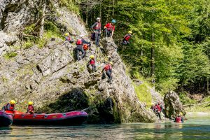 ack_rafting_action03
